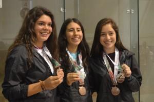 Premiación Gaala Paniagua, Mairely Álvarez y Paulina Bucio (1)